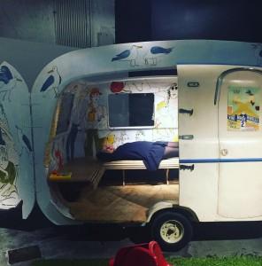 Bruxelles by night avec lescassepieds au garage  manger