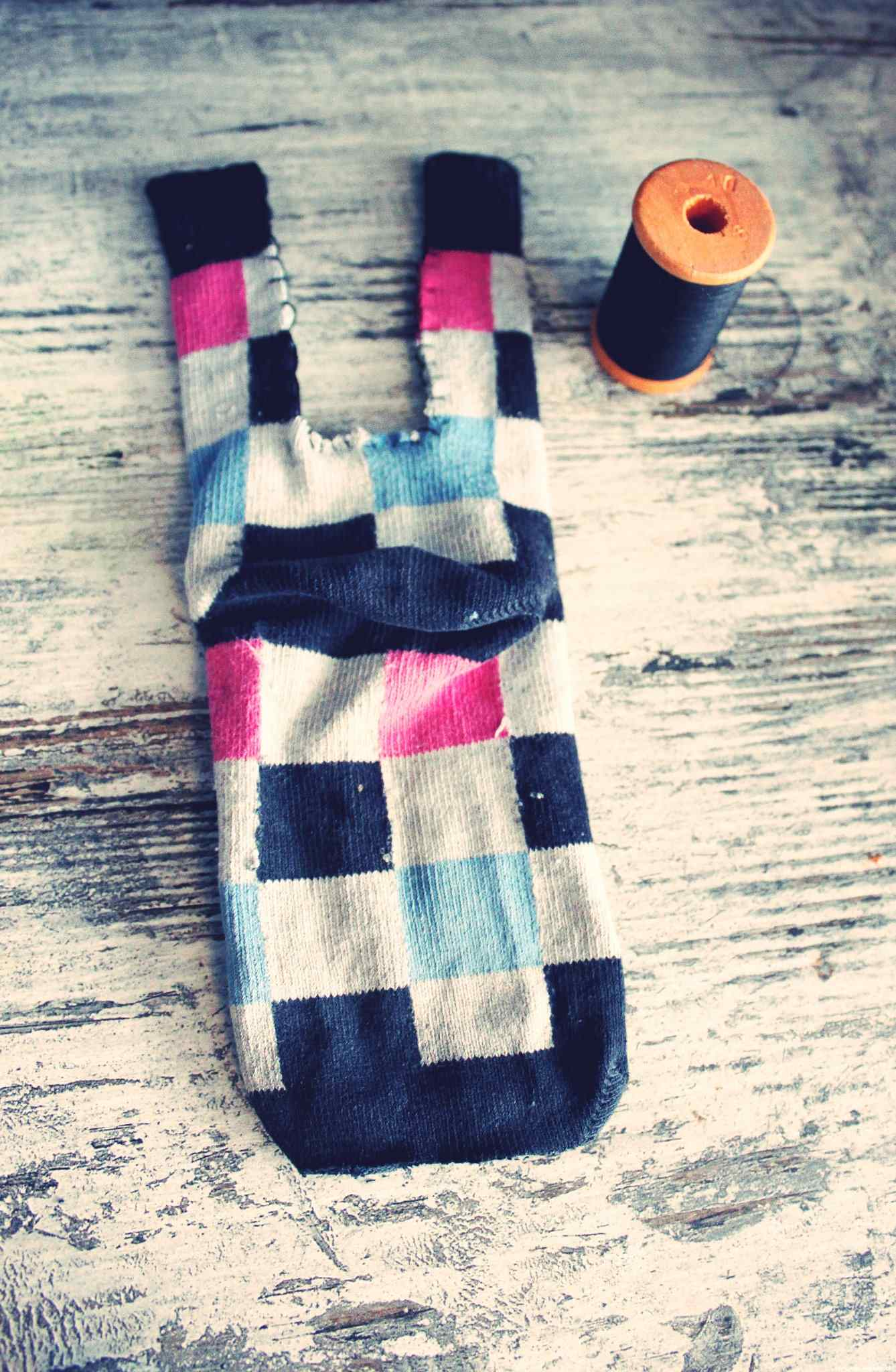 bricolage du mercredi diy je recycle les chaussettes solo en doudou et dieu cr a. Black Bedroom Furniture Sets. Home Design Ideas