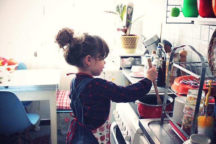 jeux d enfant en cuisine le clafoutis poires chocolat et dieu cr a. Black Bedroom Furniture Sets. Home Design Ideas