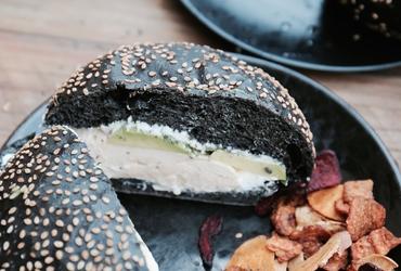 Une recette au goût de Barcelone: Hamburger noir à la dinde et à l'avocat